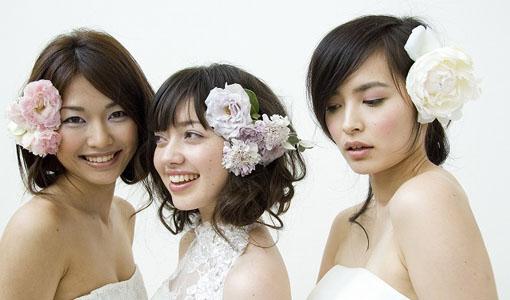 婚活する女性3人
