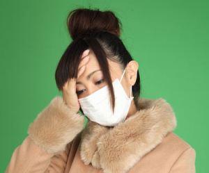 熱が出ている女性